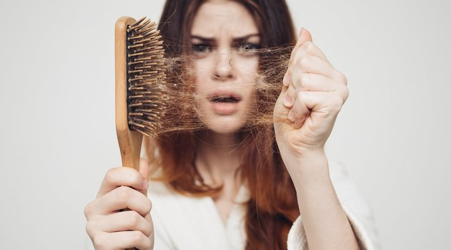 Minden tizedik nőt érint, de mégis mikor beszélhetünk kóros hajhullásról?