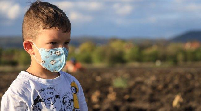 Artériagyulladást kapott egy nyolc éves koronavírusos kisfiú Romániában - intenzív osztályon fekszik