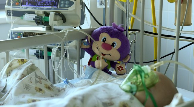 Lefejelte a kórház portását a maszk nélküli apuka