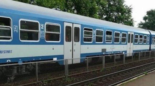 """""""Gyereket csinálok neked!"""" – üvöltötte a késes szatír a záhonyi vonaton egy egyetemista lánynak miközben rátámadt – Videó"""