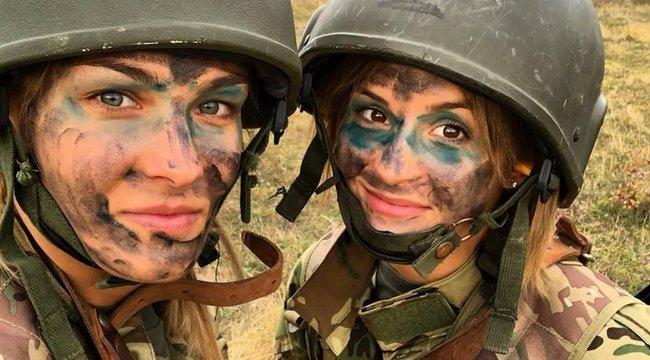 Szexi katonává változtak dzsúdós szépségeink