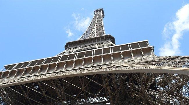 Újranyitották az Eiffel-tornyot a bombafenyegetés után