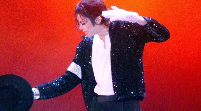 Bizarr tárgyat tesz pénzzé Michael Jackson unokatestvére – mi ez, ha nem Jacko halálán élősködés?!