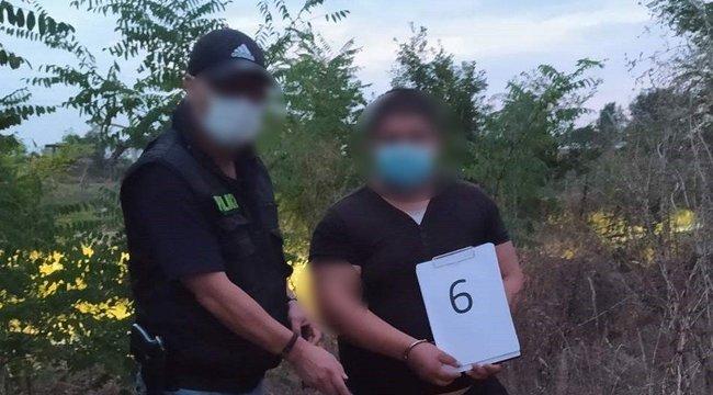 Olyat tett egy padon alvó férfival két debreceni fiatal, hogy azonnal őrizetbe vették őket - videó