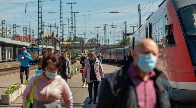 Kevesen húzzák fel a maszkot az állomáson