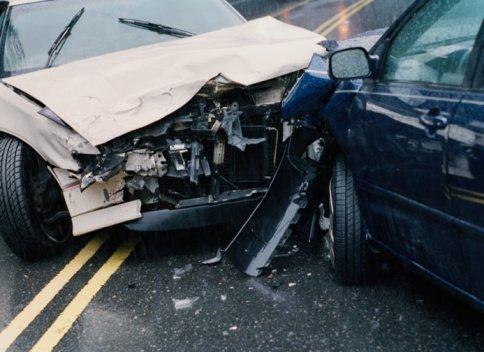 Két gyerekével a kocsijában előzött egy nő a 8-as főúton, miközben jöttek szemből –ketten meghaltak – videó