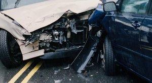 Két gyerekével a kocsijában előzött egy nő a 8-as főúton, miközben jöttek szemből – ketten meghaltak