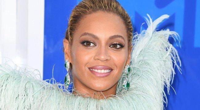 Megható: Beyoncé virágot küldött agydaganatos rajongójának