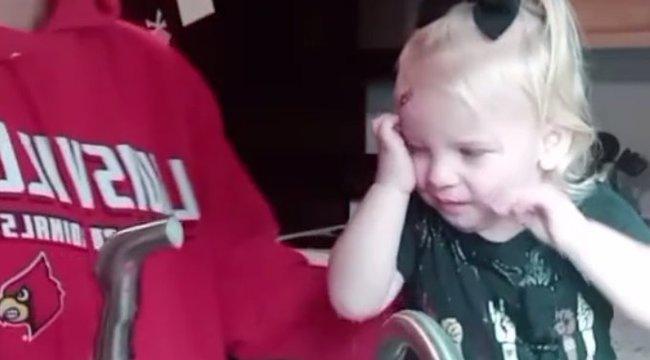 Videón kínozta kislányát az anya, hogy minél népszerűbbé váljon – videó