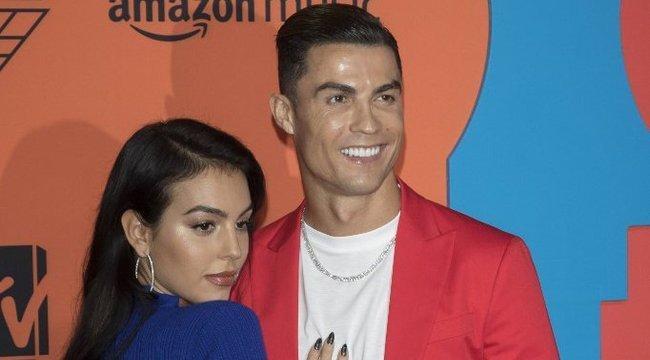 Cristiano Ronaldo szerelmének cici-szelfijétől felrobbant az Instagram – fotó