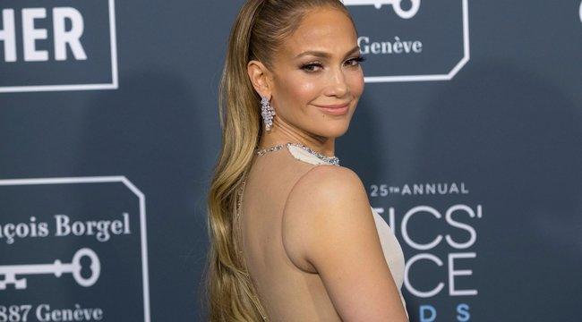 Látta már Jennifer Lopez új, fenékig érő haját? Íme!
