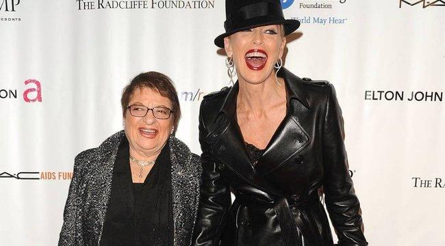 Sharon Stone nagymamáját és keresztanyját is elvitte a koronavírus: sztárok, akik a járványban vesztették el szerettüket