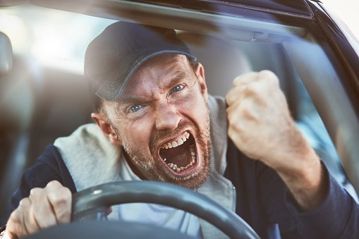 Brutálisan összeverte utasát a taxis, mert az a kocsiban felejtette a mobilját – 18+ fotó