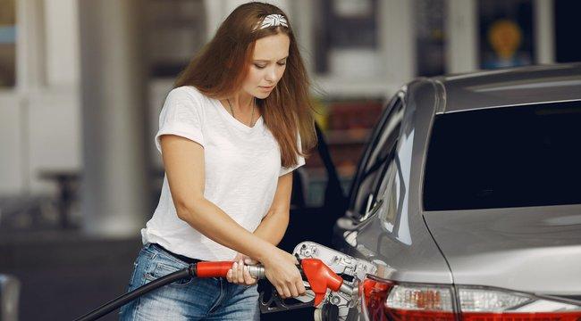Bosszúból kristálycukrot tett exe üzemanyag tankjába Komlón, előtte meg maró anyaggal öntött le hét kocsit