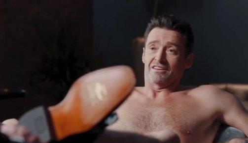 Pucéron terpeszt Hugh Jackman a legújabb reklámfilmjében, és igen, az is látszik– 18+ videó