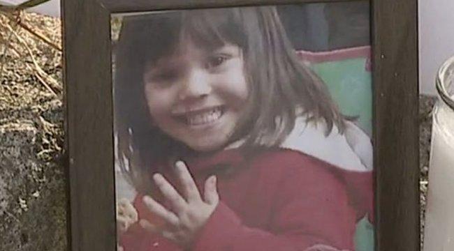Születésnapi bulin gázolta halálra saját hároméves lányát egy édesanya