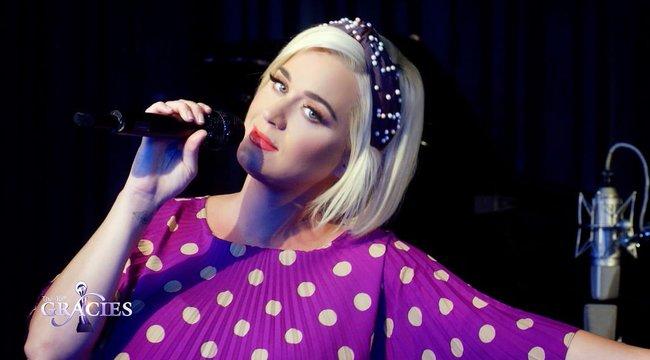 Katy Perry ingatlanosnak áll – ismét megszabadul egy luxusotthonától
