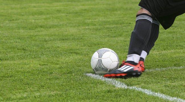 Balhé Somogyban: vizespalackkal vakította mega játékos a klubvezetőta megyekettes focimeccsen