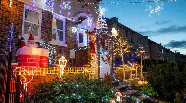 Már most felgyújtották a karácsonyi fényeket, hogy felvidítsák a szomszédokat