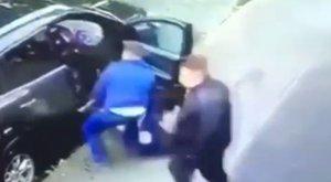 Brutális képsorok: fényes nappal, kisgyerekekkel együtt rabolták el egy anya autóját