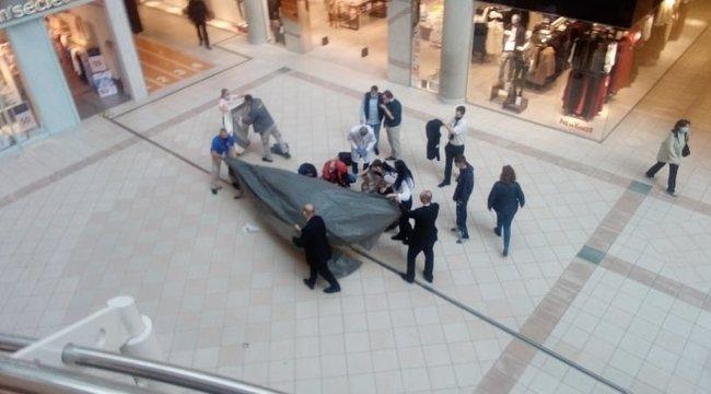 Most érkezett: levetette magát egy férfi a Mammut legfelső emeletéről