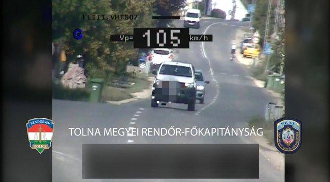 Videóra vették a rendőrök az életveszélyes tolnai sofőrt - csoda, hogy nem történt tragédia