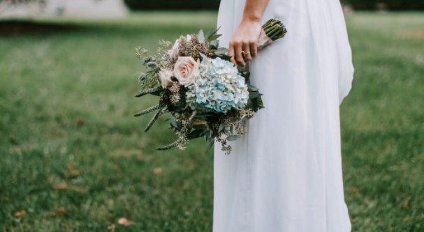 Neten rendelt menyasszonyi ruhát – nem véletlenül akadt ki, amikor kinyitotta a csomagot
