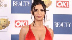 Ismét szexizett Demi, a dúskeblű modell – fotók