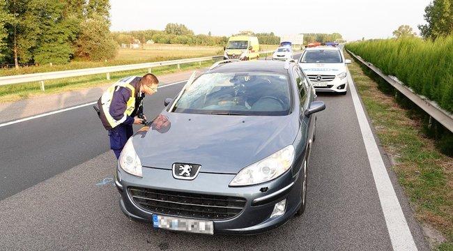 Döbbenetes baleset az M5-ösön: gyalogost gázolt halálra egy autós
