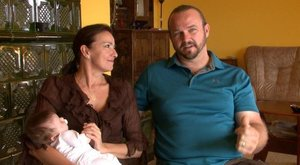 Megmutatta kisbabáját Závodszky Noémi, aki 51 évesen lett először anyuka