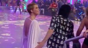 Hoppá! Osvárt Andi lebukott: mikor már úgy hitte, senki sem látja, Gabriela Spanic táncpartnere simogatta a karját