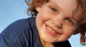 Csak egy dörrenést hallottak a szülők: a hároméves holtan terült el pisztollyal a kezében