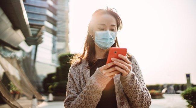 Egy hónapig is túléli a koronavírus a telefonunkon