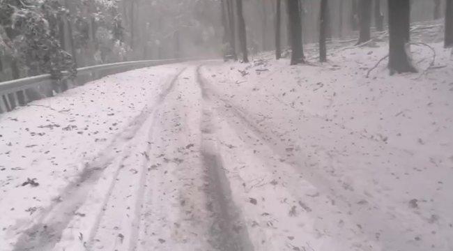 Őrület, leesett az első hó a Kékestetőn - videó!