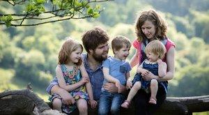 """Csak az apa és a kisbaba maradt életben az összegyűrt """"konzervdobozban"""": anya és három gyermeke is odaveszett a horrorbalesetben"""