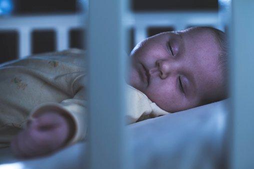 Álmában ragadta el a rejtélyes halál a nyolc hónapost, az orvosok sem tudják mi történhetett