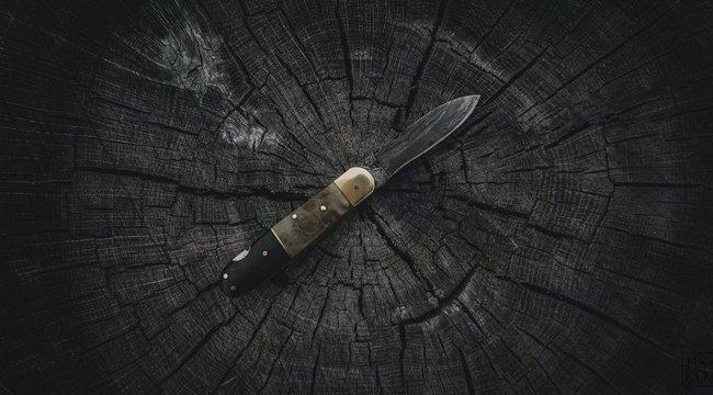 Féltékenységből egy 13 centis késsel szúrta át párja mellkasát a komáromi nő - borzasztó, hogyan kell tovább élnie a férfinak
