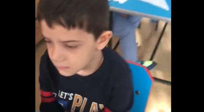Felháborító videó: egy kisfiú nem vágta fel a gyümölcsöt, az óvónéni lepofozta