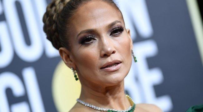 Jennifer Lopez tökéletes testét valószínűleg égeti a bugyi, ezért nem is hordja, viszont pucsít - Fotók
