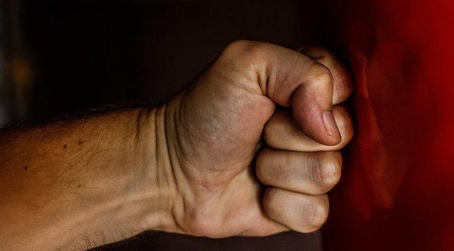 Egy szál cigi miatt majdnem összevert egy nőt és egy trolisofőrt a begőzölt szegedi borlopó