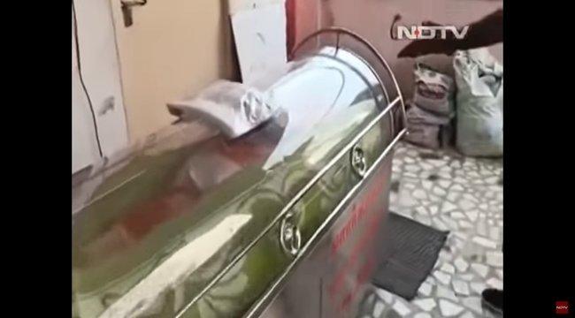 Videó: feltámadt a férfi, akit egy napig hullaként tároltak – családja sokkot kapott, amikor megmozdult