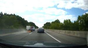 Életre kelt rémálom az autópályán: elszabadult utánfutó száguldozott a sztrádán