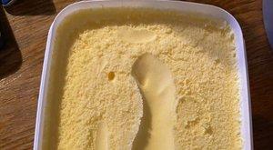 Bizarr nyomot talált a vaníliafagyiban egy gyanútlan vásárló – fotó