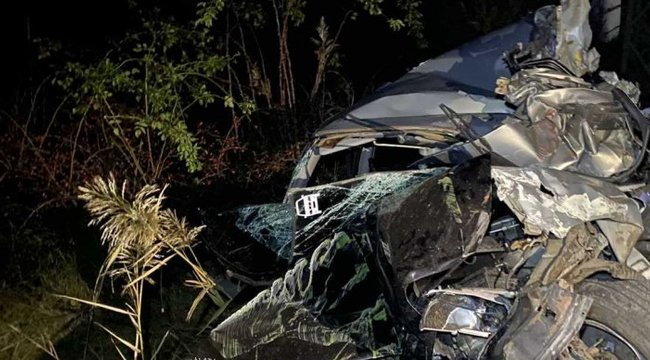 Megrázó fotók Ceglédről: Felismerhetetlen ronccsá zúzta a vonat az autót, de a sofőr túlélte