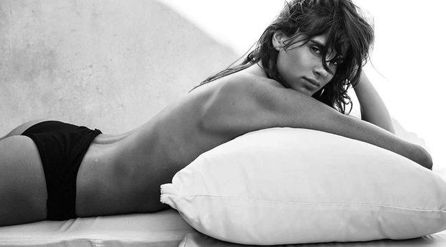 Kórházba került a szexi magyar modell, ezzel a lehetetlen piros fehérneművel derítette magát jobb kedvre – fotó