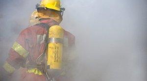 Bréking! Menekítették az embereket az Uzsoki Kórház kórterméből, sűrű füst borított mindent