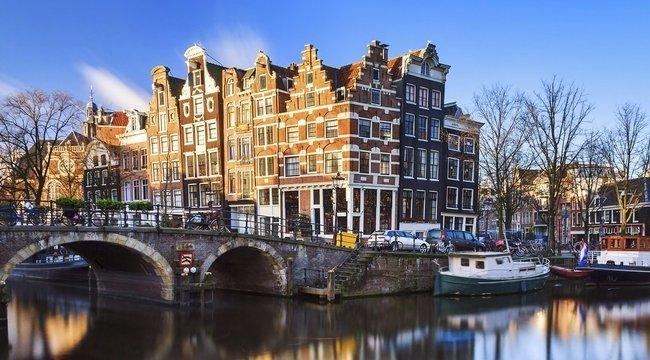 Annyi biciklit láncolnak az amszterdami hidak korlátjaihoz, hogy valamit ki kellett találni miattuk - ez lett a megoldás