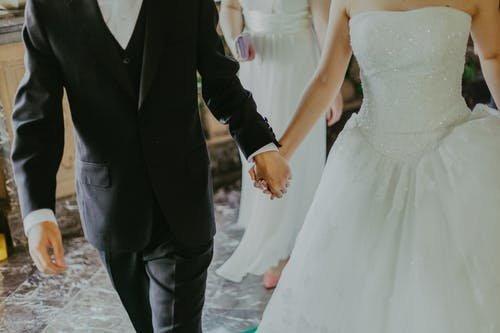 Több mint száz ember megfertőződhetett egy szappanoperahős és egy gazdag üzletember lányának esküvőjén