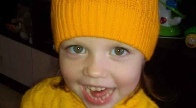 Vérbe fagyva talált rá az édesapa három éves lányára: szörnyű dolgot művelt anyja a kicsivel