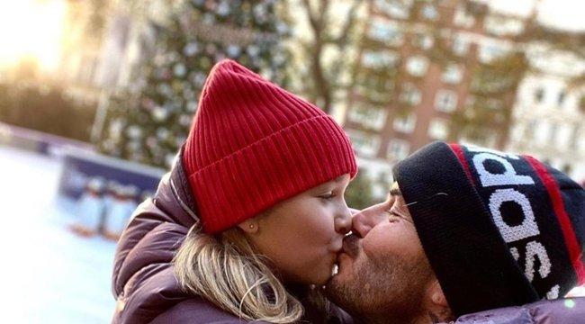 Össztűz zúdult David Beckhamre, amiért még mindig szájon csókolja 9 éves lányát